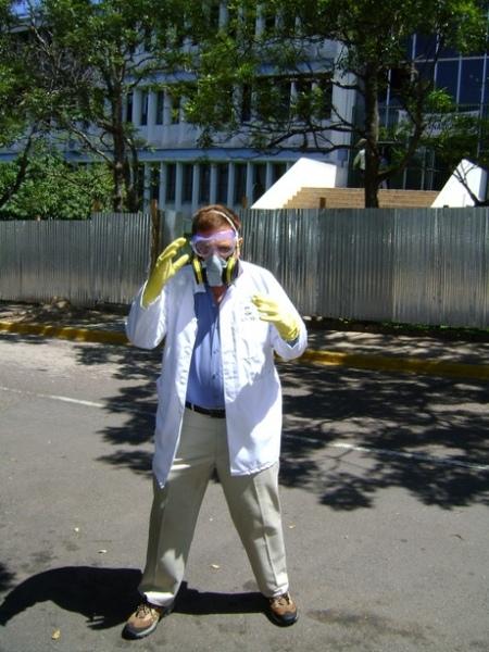 El Dr. Gustavo Pérez preparado para entrar en acción.