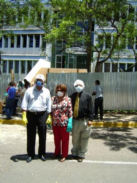 Francisco B., Rosita B., y el misterioso personaje de la gorra...