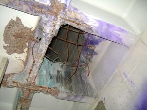 El hoyo en el techo de la bodega ¿Qué lo causó?