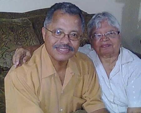 El Dr. Gonzalo Cruz y su señora madre, Doña Olimpia.