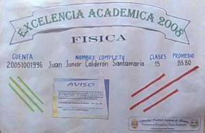El rótulo anunciando la excelencia académica de Juan Junior Calderón.